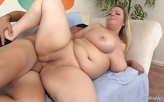 Sensual Anal with Plumper Sinful Samia