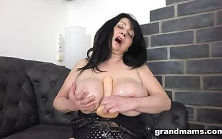 Brunette BBW amateur loves drilling her pussy with large sex toys