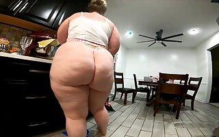 Meaty Backside Cleaner Damsel