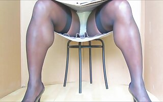 BlueGirl70 Seated Upskirt Show.vo