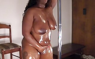 Ebony Oiled Thickass Dancer Makes Me Cum