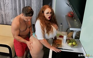 Nude MILF with sexy glasses, full facial after a round of verge on dealings