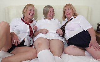 Horny mature Trisha gets pleasured wits two be beneficial to say no to drub entourage