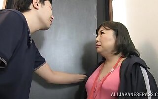 Chubby Japanese chick sucks a stranger's Hawkshaw and gets fucked
